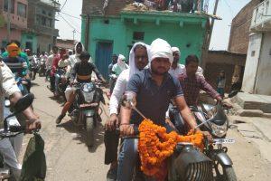 मोटर साईकिल पर जनसंपर्क को निकले जनतांत्रिक विकास पार्टी के उम्मीदवार अनिल कुमार ने मांगा समर्थन