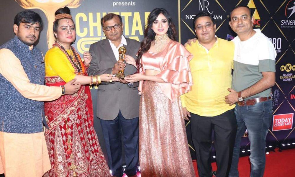 Banglore में ATLANTA KAASHHYAP को बेस्ट ड्रेस डिजाइनर CHITTARA AWARD से नवाजा गया