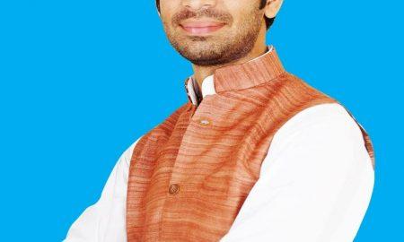 बिहार के पूर्व स्वास्थ्य मंत्री तेज प्रताप यादव की गाड़ी हुई दुर्घटनाग्रस्त
