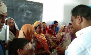 घर-घर घूमकर समर्थन मांग रहे अनिल कुमार ने कहा–बक्सर की मां-बहनों को सामंतों से बचाने को दें वोट