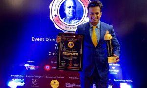 Siddharth Kannan wins 'Dadasaheb Film Excellence Awards 2019' for 'Best Chat Show on Radio & Digital!'.