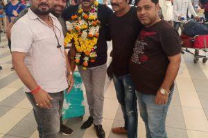 पवन सिंह का मुंबई एयरपोर्ट पर भव्य स्वागत , 3 महीने के अंतराल वापस आये कर्मभूमि