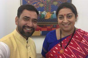 आज़मगढ़ की समस्याओं को लेकर केंद्रीय मंत्रियों से मिले निरहुआ
