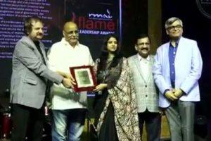 """मुखिया रितु जयसवाल को मुम्बई में मिला अंतराष्ट्रीय सम्मान """"फ्लेम लीडरशिप अवार्ड"""
