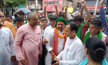 दरौंदा विधानसभा उपचुनाव में राजद प्रत्याशी उमेश सिंह ने किया नामांकन हजारों की तादाद में शामिल हुए समर्थक.