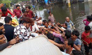 पटना के पानी में फंसे लोगों के मदद के लिए आगे आए गुंजन सिंह