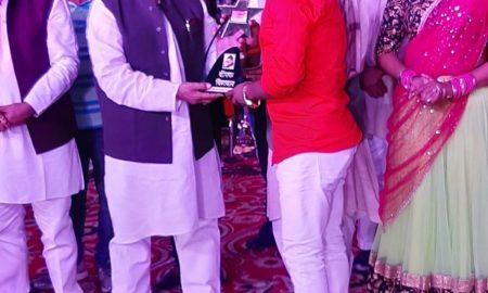 दीपक दिलदार ने कुशीनगर महोत्सव में अक्षरा, निशा और पूनम के साथ मिलकर मचाया धमाल