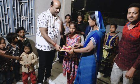 जेनिथ कामर्स एकादमी ने गरीब बच्चों के साथ मनाया होली का त्योहार