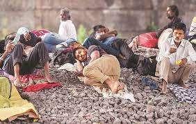 मज़दूरों ने देश सजाया उनकी करुण कहानी है पेट में दानें नहीं,टपकते-देख नयन से पानी हैं :महेश ठाकुर चकोर