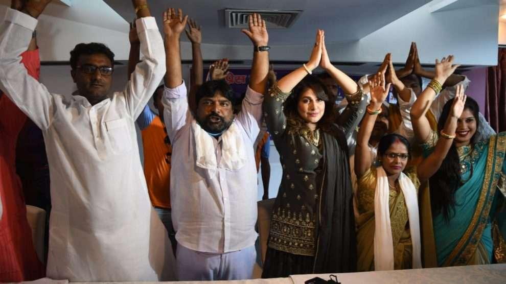 कलाकारों की पार्टी को बिहार की जनता करे सम्मान