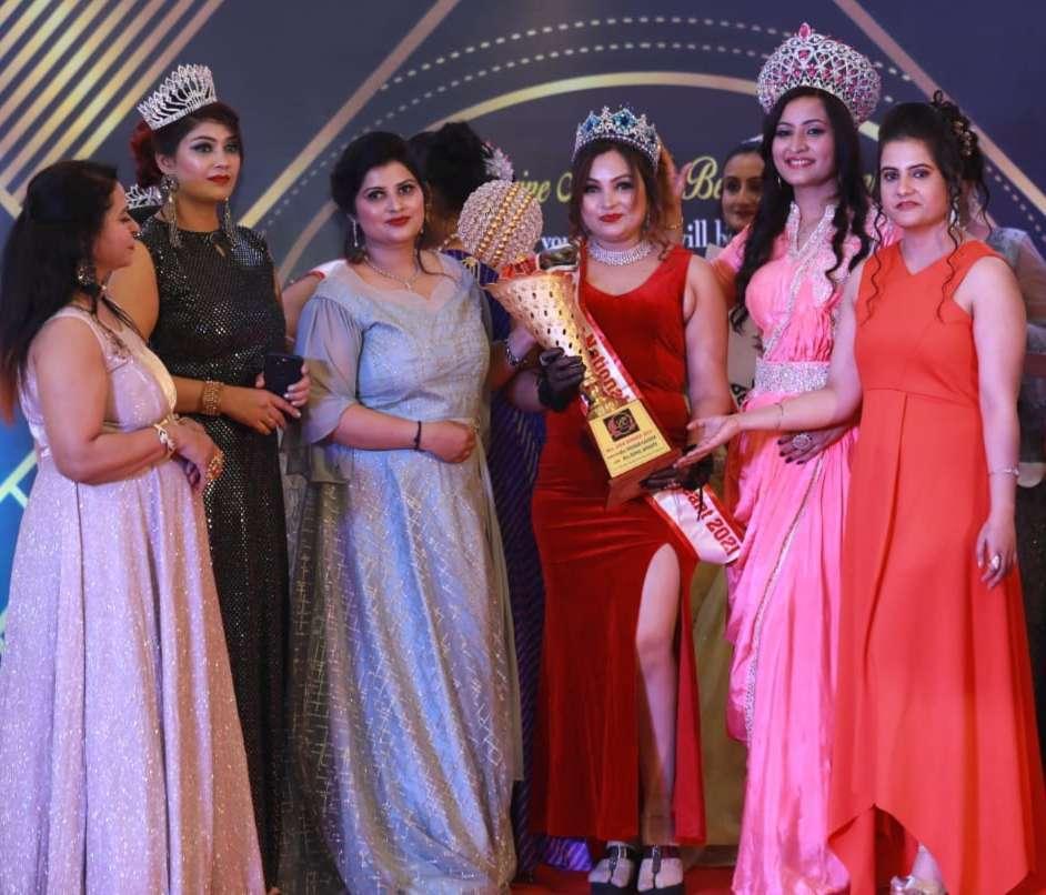 """""""ली डिवाइन नेशनल ब्यूटी पेजेंट"""" मिस एंड मिसेज इंडिया 2020/21 सीजन 02 का ग्रांड फिनाले आगरा में सम्पन्न हुआ।"""